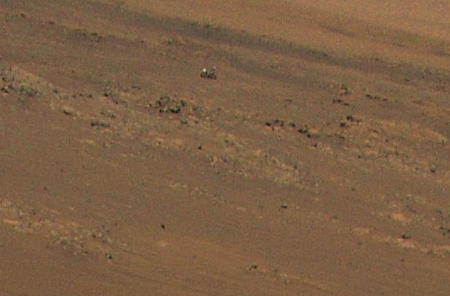 El helicóptero capturó al rover Perseverance en una imagen tomada durante su undécimo vuelo a Marte el 4 de agosto.