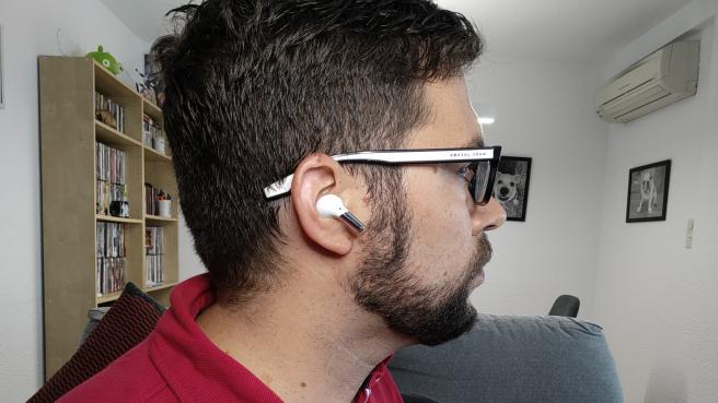 Los OnePlus Buds Pro resultan cómodos y ligeros