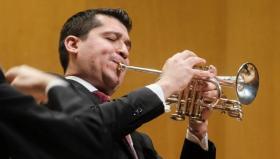 El trompetista venezolano Pacho Flores toca esta semana con la Real Filharmonía de Galicia.