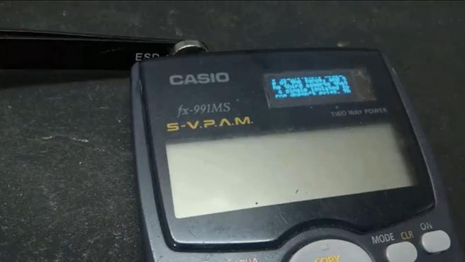 La calculadora tiene WiFI, pantalla OLED secreta y aplicación de chat.