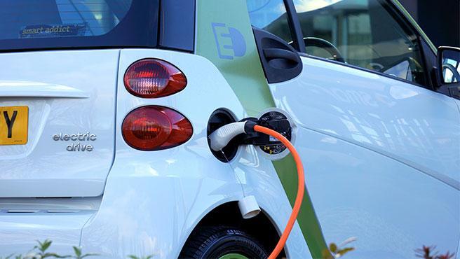 Los coches eléctricos tienen que emitir sonidos cundo circulen a menos de 20 km/h o marcha atrás