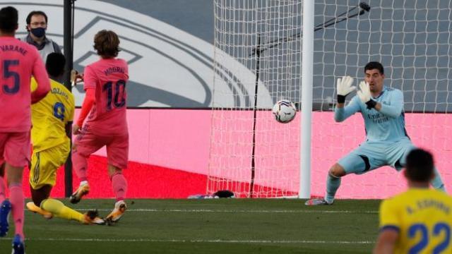 El Cádiz da la sorpresa en Valdebebas al derrotar a un Real Madrid  desastroso