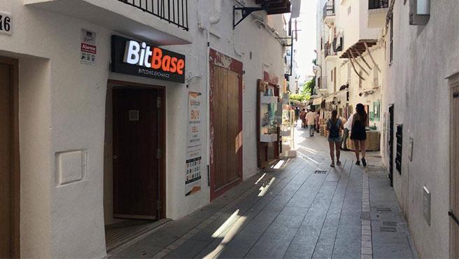 Tienda de BitBase en Ibiza.