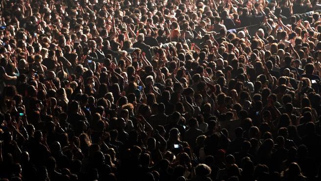 Público en el concierto de Love of Lesbian.