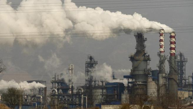 China es uno de los mayores emisores del mundo de gases industriales y consume más energía por unidad de producción económica que los países desarrollados.