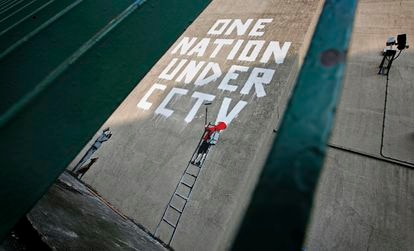Un grafiti de Banksy que apareció en una propiedad privada de Londres en 2008.