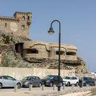 En 1928,  la comandancia de Marina contruyó el Catillo de Santa Catalina en Tarifa , Cádiz  que  Tras la Guerra Civil, las defensas se reforzaron con varios búnkeres, comunicados entre sí por túneles.