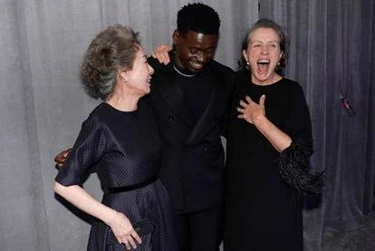 Youn Yuh-jung, Daniel Kaluuya y Frances McDormand, los ganadores de los Oscar a actuación presentes en la gala.