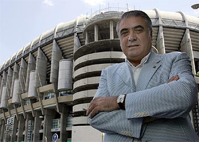 Lorenzo Sanz, delante del Santiago Bernabéu.