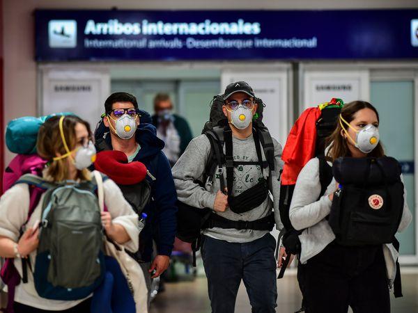 Argentina suspende la llegada de vuelos de Europa, Estados Unidos, China y Japón por el coronavirus   Sociedad   EL PAÍS