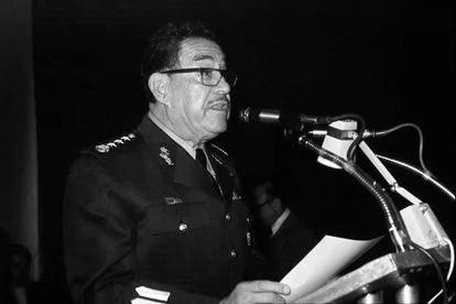 General Hermenegildo Cuenca Díaz during a report.