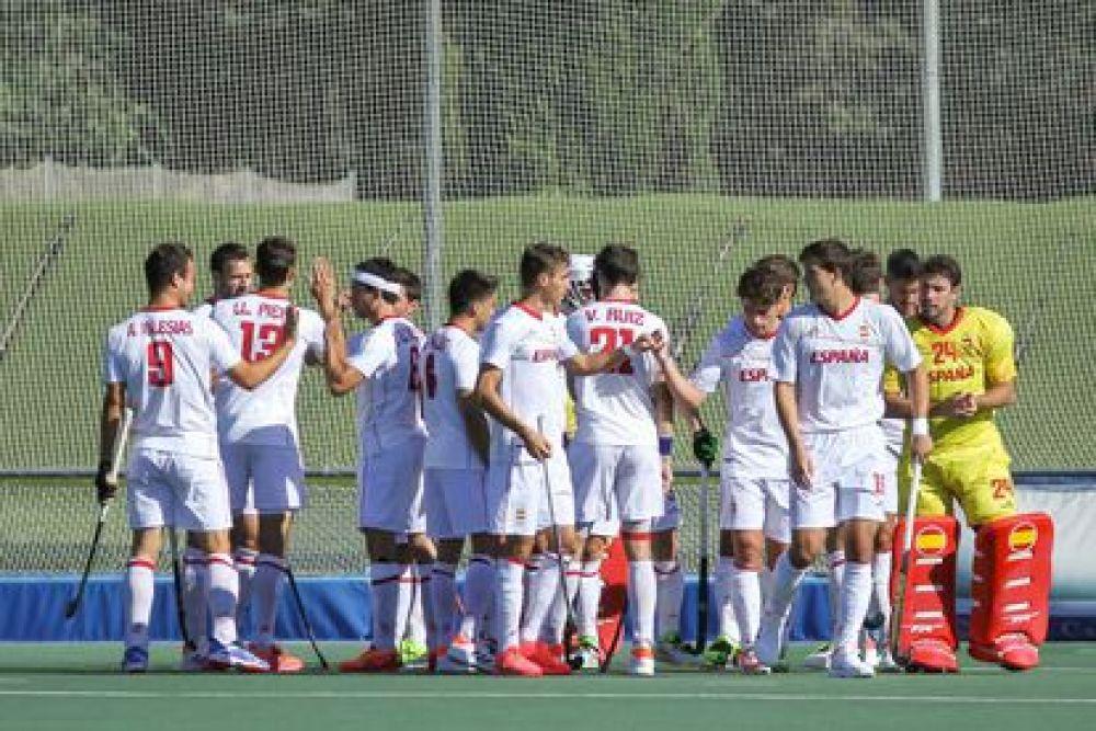 Jugadores españoles durante el amistoso de Hockey contra Países Bajos en el Club de Campo Villa de Madrid el 15 de julio de 2021.