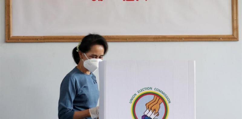 }La líder de facto de Birmania, Aung San Suu Kyi, se diponía a participar en las elecciones celebradas en su país, el pasado mes de octubre