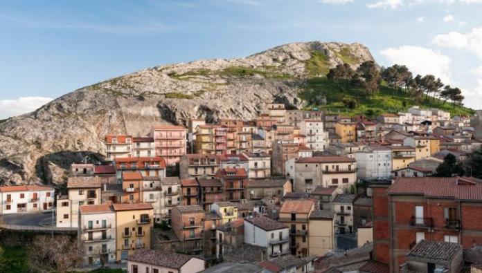 Troina, el pintoresco pueblo de Sicilia que vende decenas de casas por solo  un euro