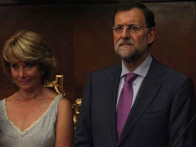 Esperanza Aguirre junto a Mariano Rajoy, durante la presentación del retrato del presidente del PP en la sede del Ministerio de Educación.