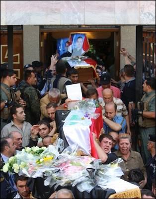 Ayer se celebraron los funerales por las personas asesinadas en na iglesia en Bagdad el pasado lunes. AFP
