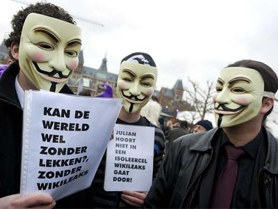 Ciudadanos muestran su apoyo a Assange en Amsterdan. AFP PHOTO ANP SANDER KONING