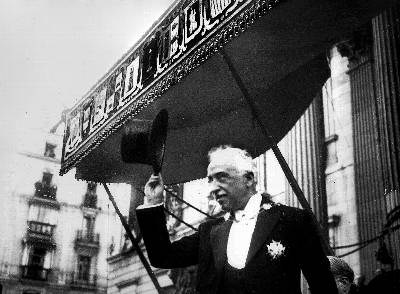 11 de diciembre de 1931, Niceto Alcalá Zamora sale de las Cortes después de la ceremonia de toma de posesión de su nuevo cargo como presidente de la República.