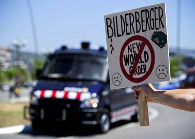 Manifestantes en Sitges por el encuentro del Club Bilderberg. AFP