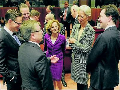 Salgado charla con varios ministros de Economía de los países miembros.