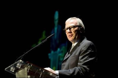 El presidente de la Región de Murcia, Ramón Luis Valcárcel, lee el pregón de la 50ª edición del Festival Internacional del Cante de las Minas en La Unión, el pasado 11 de agosto de 2010.
