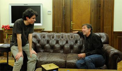 Jonás Trueba y Emilio Aragón, en la sede de la Academia de Cine en Madrid. - DANI POZO