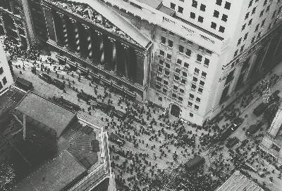 La multitud siguiendo el crash de 1929 en Wallo Street. Getty Images)