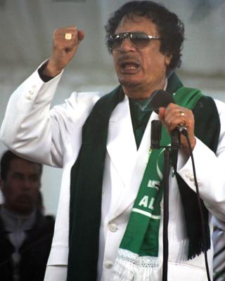 Gadafi da un discurso en Trípoli, anteayer.