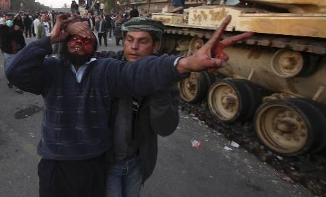 Un detractor de Mubarak, herido. REUTERS/Suhaib Salem