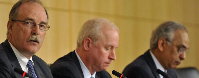 Los máximos ejecutivos de Fitch, Moody's y Standard & Poor's, en Washington, en abril de 2009. bloombeRG