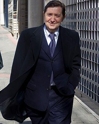 El locutor Federico Jiménez Losantos intenta evitar sentarse de nuevo en el banquillo de los acusados. ÁNGEL NAVARRETE