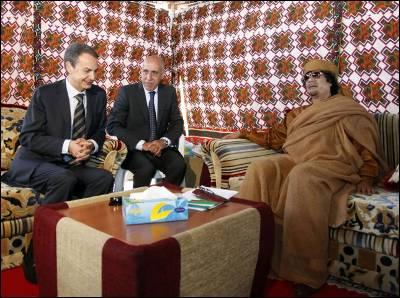 El presidente del Gobierno, José Luis Rodríguez Zapatero, hizo su primera visita a Libia el 24 de junio de 2010. Allí se entrevistó con Muamar Gadafi en su jaima, a las afueras de Trípoli, la capital.