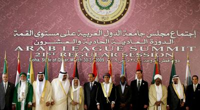 Varios líderes árabes, entre ellos los de Siria, Arabia Saudí y Túnez, posan para una foto de familia en la cumbre de la Liga Árabe de Doha, en 2009.