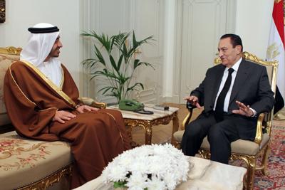 Mubarak se reunió con el ministro de Exteriores de los Emiratos, Zayed Nahayan. - AFP