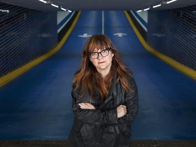 La cineasta, que insistió durante meses al juez Baltasar Garzón para que aceptara grabar un documental, ayer, en Barcelona. arnau bach