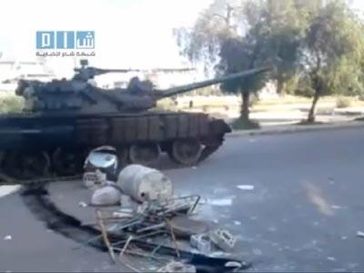 Imagen de un tanque en Derá, el martes, publicada en internet:Siria no permite medios extranjeros en el país.