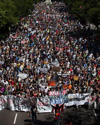 El Paseo de la Castellana abarrotado de gente. - ÁNGEL NAVARRETE