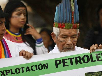 Indígenas quechuas del pueblo ecuatoriano de Sarayaku protestan con una ceremonia espiritual, el pasado 6 de julio. Jeffrey Arguedas / EFE