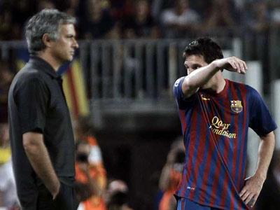 Mourinho y Messi en la vuelta de la Supercopa.