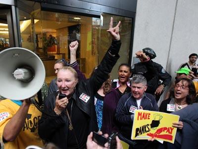 Indignados en un banco de San Francisco - S. IAM / REUTERS