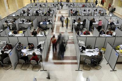 Dependencias de la Agencia Tributaria en Madrid, donde los ciudadanos presentan su declaración del IRPF.-