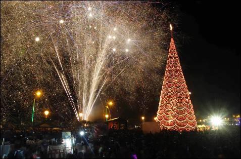 Iluminación navideña en la ciudad de Puerto Princesa, al oeste de Manila.