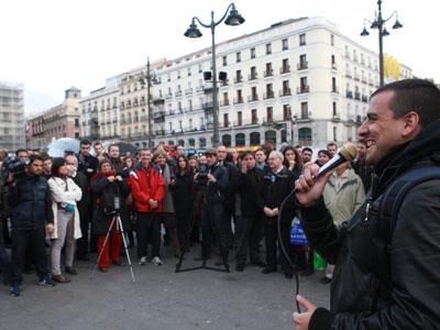 Integrantes del 15-M celebran una asamblea en Madrid durante la jornada de reflexión de las elecciones generales del 20-N.