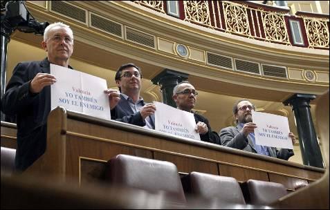 Diputados de IU han expresado su rechazo en el Congreso a las declaraciones del jefe de Policía de Valencia.