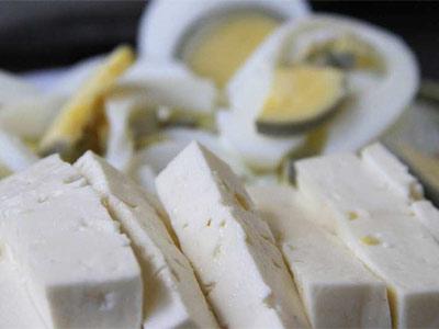 Los cereales integrales o los lácteos, entre otros, forman parte de  este tipo de dieta. EFE/Soledad Contreras