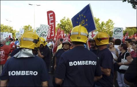 Un grupo de bomberos en la manifestación convocada en Ciudad Real.- Beldad (EFE)
