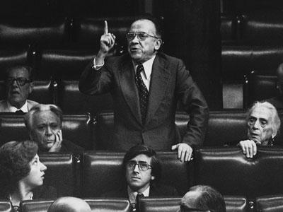 Fotografía de archivo, del 26 de julio de 1977, de Carrillo durante una intervención en el pleno del Congreso de los Diputados. EFE