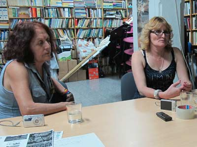 María Godoy y Sofía Gatica, miembros del grupo 'Madres de Ituzaingó', en la sede de Ecologistas en Acción en Madrid. ECOLOGISTAS EN ACCIÓN