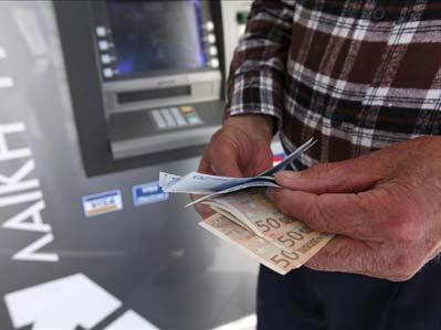 La Comisión Europea (CE) insistió hoy en que la fórmula acordada en el rescate de Chipre es 'única', aunque admitió que los depósitos superiores a 100.000 euros podrían sufrir pérdidas para financiar los futuros rescates.