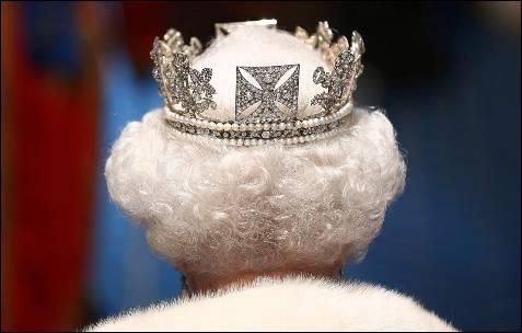 La reina Isabel II, durante la apertura del Parlamento, en el Palacio de Westminster, en Londres.